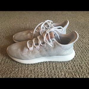 Zapatillas de corriendo Adidas zapatos gris claro poshmark tubular